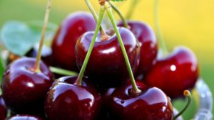red_cherry_fruits_desktop_wallpaper